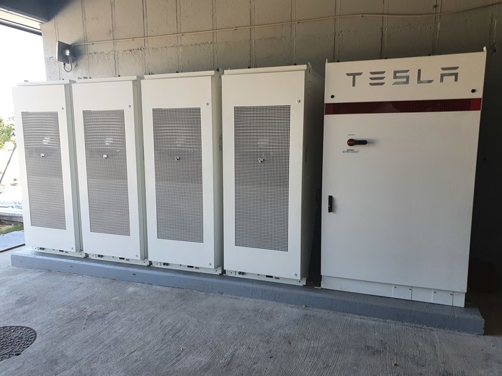 Smart energy consumption with Tesla batteries